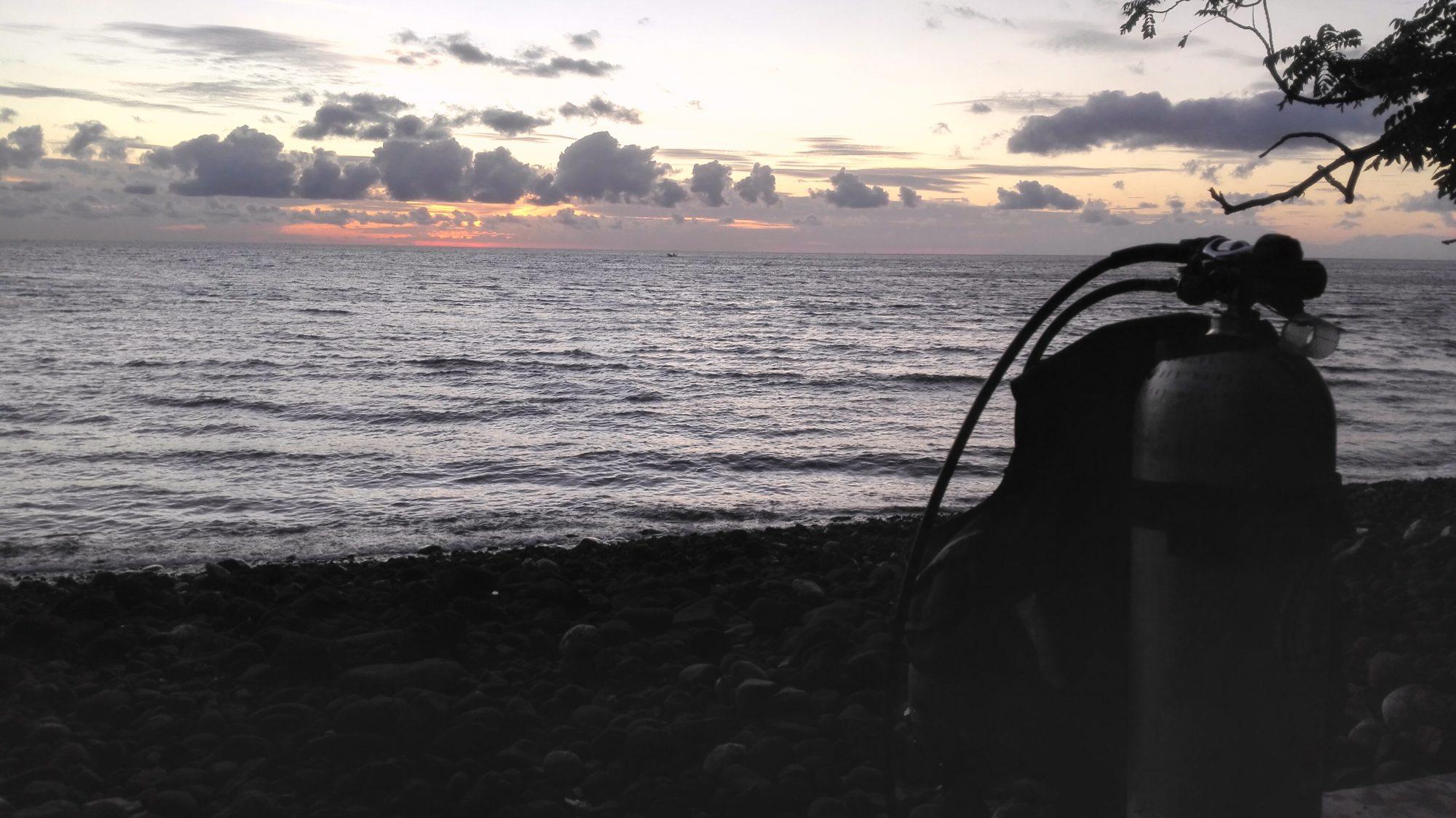 equipo de buceo amanecer, tulamben y amed
