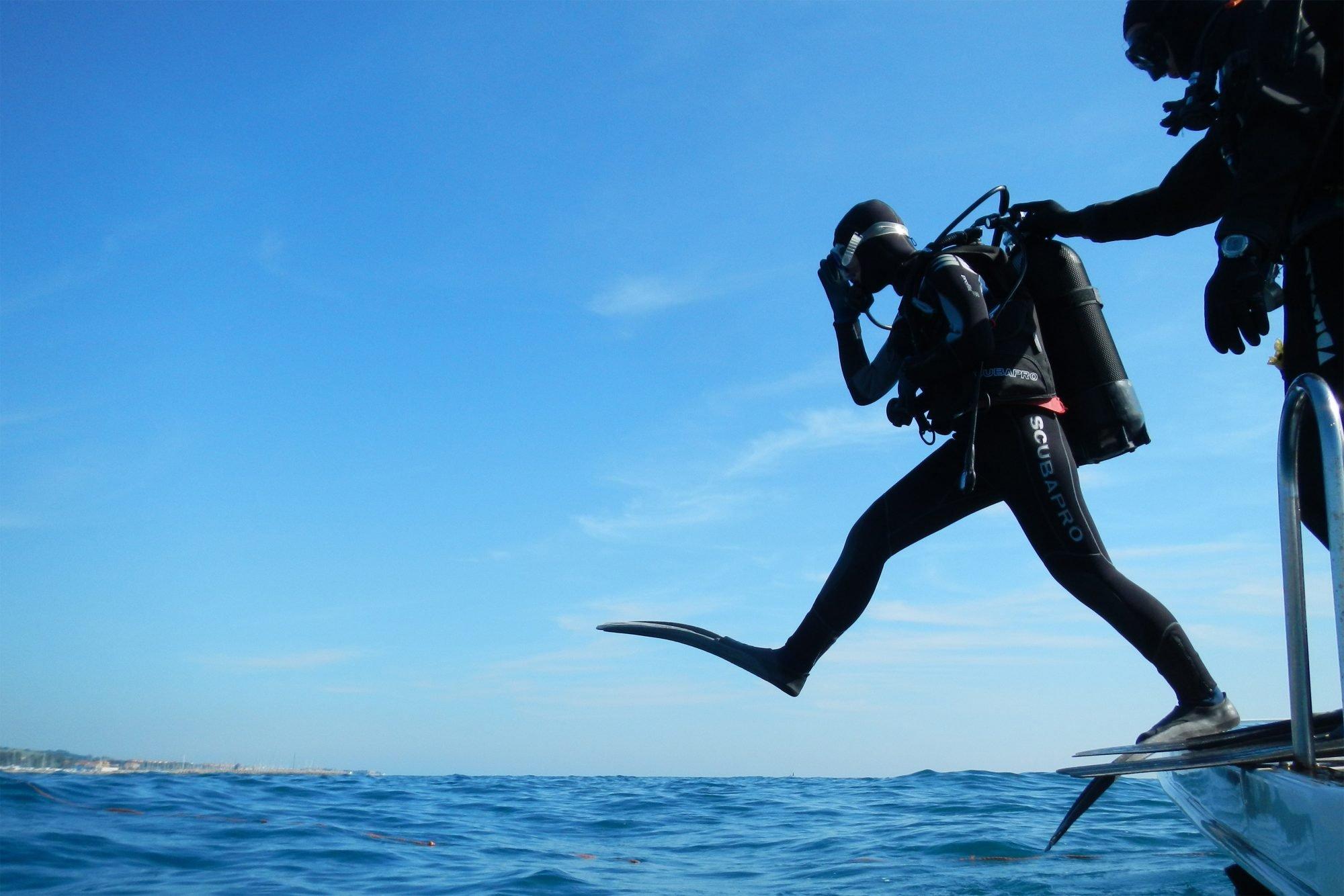 curso avanzado de buceo - saltando al agua